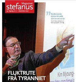 Tim Peters viser bilde av fluktrute for nordkoreanere, på forsiden av Magasinet Stefanus, utgitt av Stefanusalliansen.