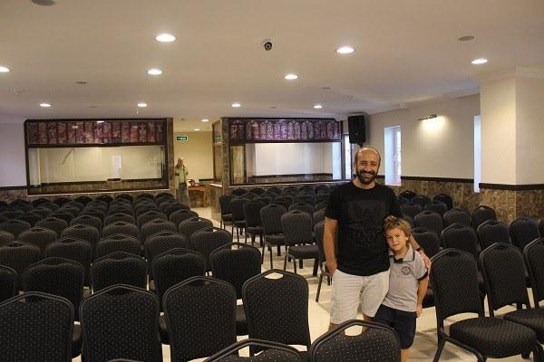 Ramazan Arkan i Antalya i Tyrkia viser frem ny kirke. Stefanusalliansen støtter ham.