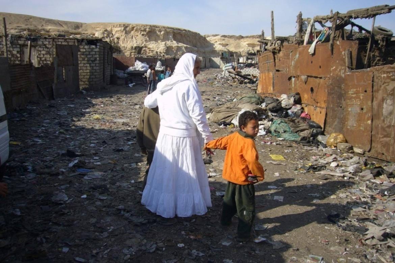 Mama Maggie hjelper barn i Kairos søppelby.
