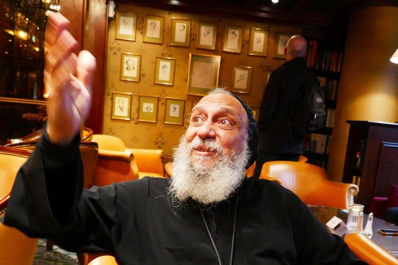 Bismop Thomas forkynner håp og tilgivelse på vegne av en koptisk ortodoks kirke som står i klemme mellom et autoritært regime og islamske ekstremister.