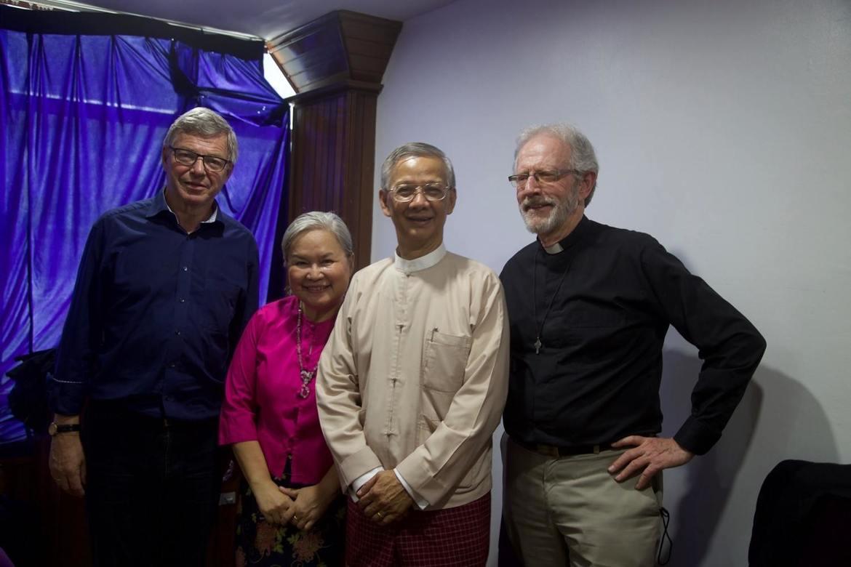 Kjell Magne Bondevik var sammen med Jan Gossner reiseleder for Stefanusalliansen i Myanmar/Burma vinteren 2017, her sammen med Stefanusalliansens partnere Charity og Thet Nyunt.