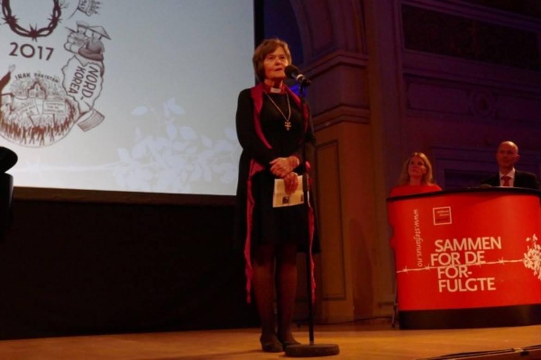Preses Helga Haugland Byfuglien, her under sin hilsen til Stefanusalliansens jubileumsfest i november 2017, krever bedre vern av konvertitter som søker asyl. (Foto: Johannes Morken)