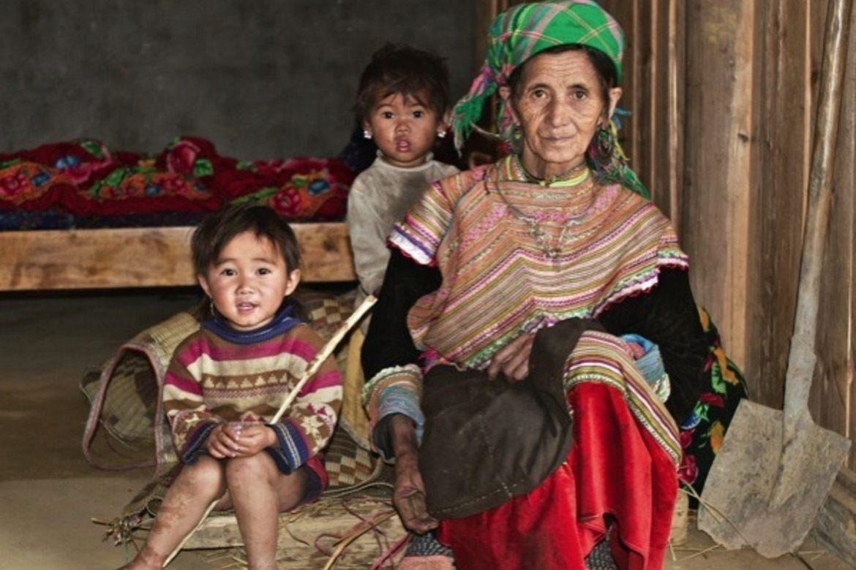 Familie fra Hmong-folket. (Foto: Ingvar A. Isene)
