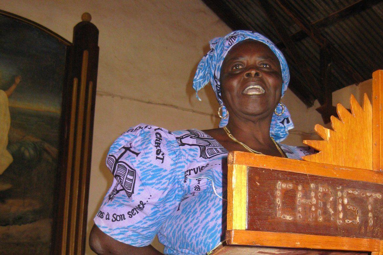 Myndig kvinne  Ei av dei myndige kamerunske kvinnene på preikestolen Den Evangelisk Lutherske Kyrkja i Nord-Kamerun