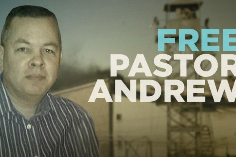 Andrew Brunson har sittet fengslet siden oktober 2016. Mens han venter på neste runde i retten 12. oktober, er han fra 25. juli overført til husarrest.