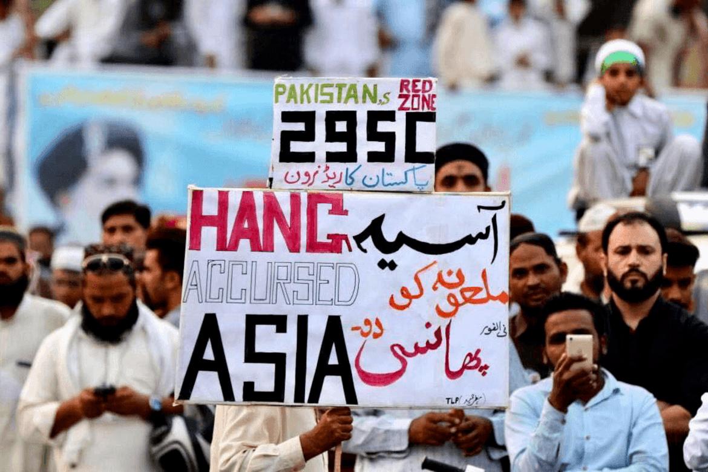 Fredag gikk det flere demonstrasjoner i pakistanske byer med krav om at Asia Bibi må henges.