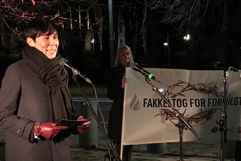 Ine Marie Eriksen Søreide, som her tar imot opprop under fakkeltoget i Oslo i november 2018, må svare på hva Norge vil gjøre for trosfriheten i Pakistan.