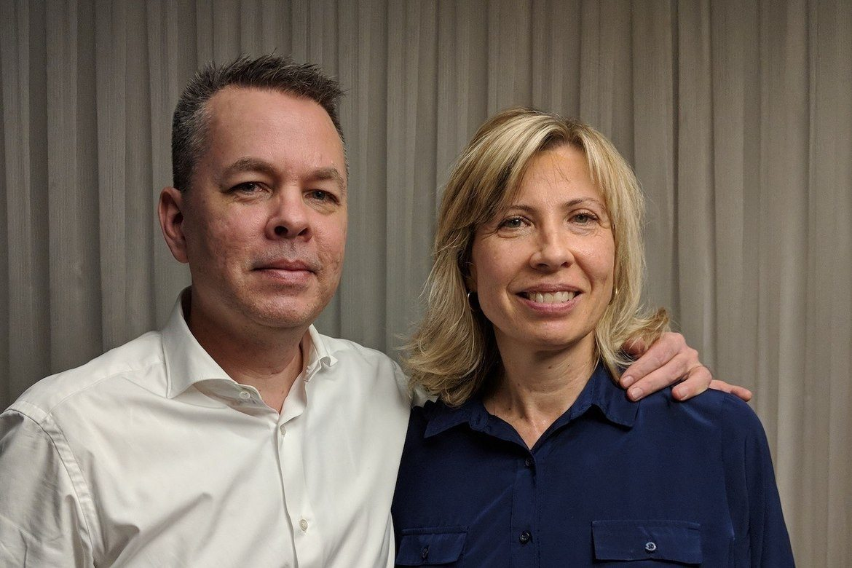 Den amerikanske pastoren Andrew Brunson og kona Norine fekk dra frå Tyrkia i oktober 2018. Han kjempar framleis for å få oppheva straffa.