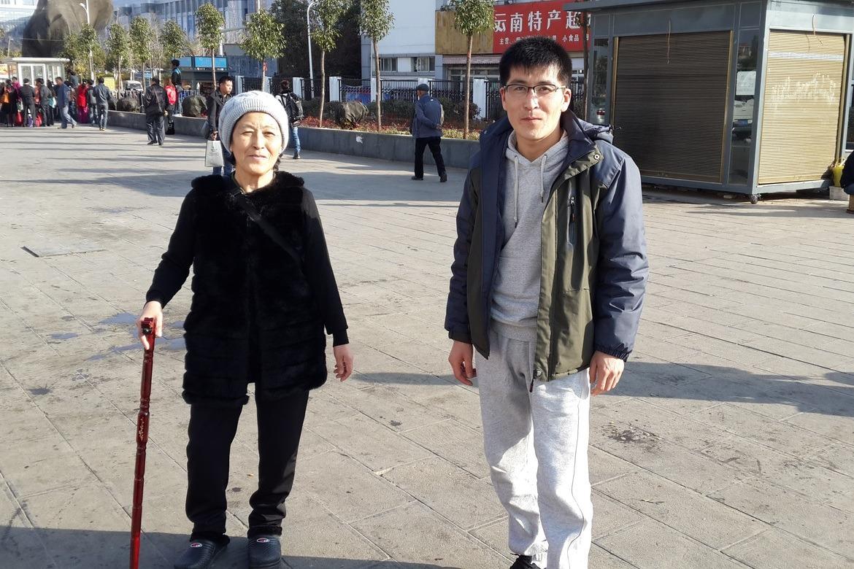 Minji og hennes sønn Andy kom seg trygt frem til Seoul i Sør-Korea. Foto: Thea Elisabeth Haavet