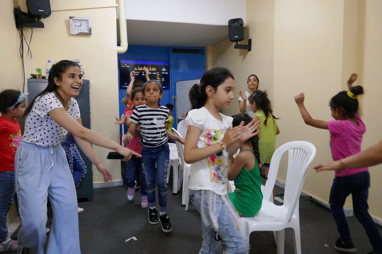 I Resurrection Church Beirut får syriske og irakiske flyktningbarn både leke og gå på skole.