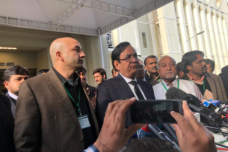 Sajid Christopher Paul (t.v.) og advokat Saif-ul Malook møter pressen etter at Pakistans øverste domstol 29. januar avviste kravet om å omgjøre frifinnelsen av Asia Bibi.