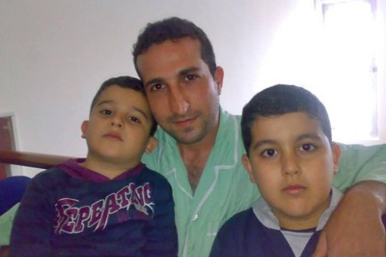 Yousef Nadarkhani, her saman med søkene då dei var mindre, sonar ei straff på ti år og deretter to års indre eksil.