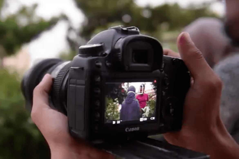 Ungdom lærer om mangfold gjennom kameralinser.