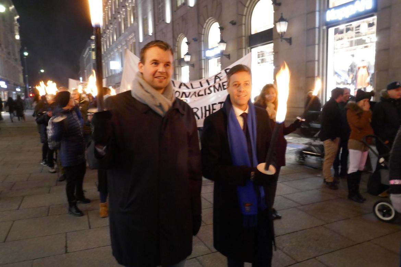 Knut Arild Hareide (t.h.), her sammen med nåværende KrF-leder Kjell Ingolf Ropstad i fakkeltoget for forfulgte, Oslo 2017, tar opp situasjonen for kristne og andre minoriteter i Pakistan.