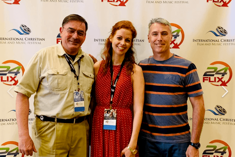Hjelp til Nord-Korea: Tim A. Peters fra Helping Hands Korea og filmskaper Thea Elisabeth Haavet og Ed Brown fra Stefanusalliansen deltok under en filmfestival i Orlando.