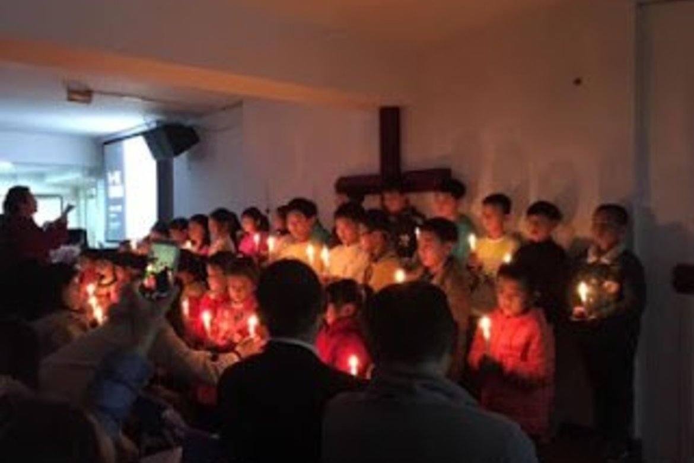 Kristne i Kina: Early Rain-kyrkja i Chengdu blei stengt av politiet. Kyrkjefolket måtte tilbake til små grupper.