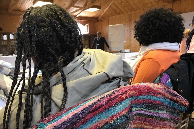 «Nabil» i bakgrunnen underviser om trosfrihet.