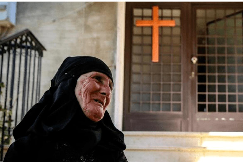 Fattige i krigsherjede Syria trenger mat mens koronaen herjer og truer også hjelperne.