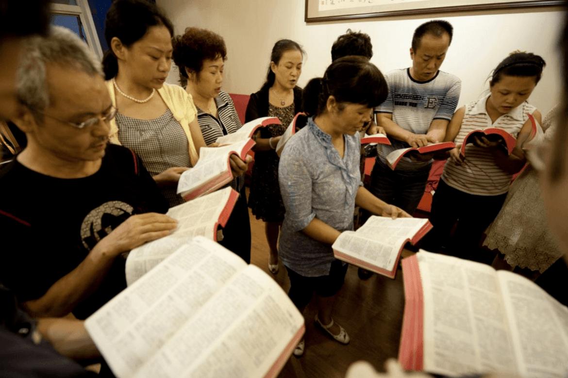 Kristne i Kina leser sin bibel i filler og lar ikke troen bli satt i bur.