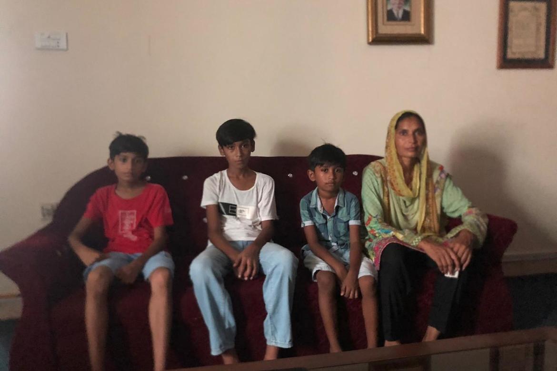 Moraline og dei tre sønene Ibarham, Hazail og Brian ber – saman med dottera Jaroosha (som ikkje var med i intervjuet) ber om hjelp til å få Asif – mann og far – fri.