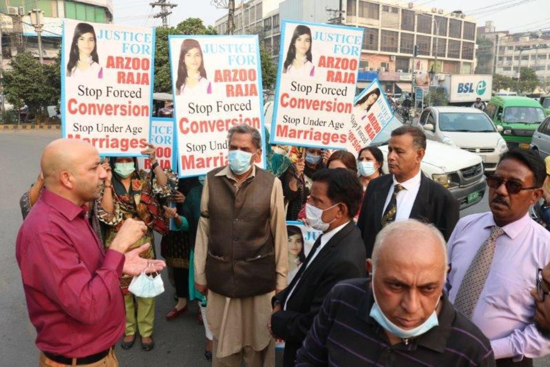 Sajid Christopher leder demonstrasjon for å få Arzoo (13) fri fra tvangsekteskap og tvangskonvertering,