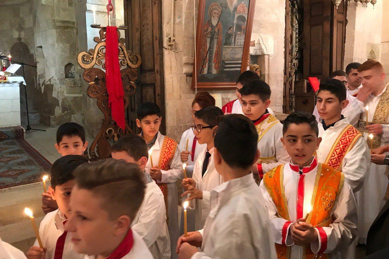 Påskegudsteneste i syrisk-ortodoks kyrkje i Marin søraust i Tyrkia 2018. Foto: Johannes Morken/Stefanusalliansen