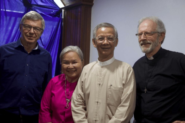 Kjell Magne Bondevik var sammen med Jan Gossner reiseleder for Stefanusalliansen i Myanmar/Burma vinteren 2017, her sammen med venner av Stefanusalliansen.