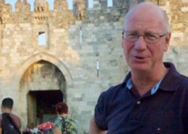 Trond Bakkevig, her foran Damaskusporten i Jerusalem der han i 20 år har ledet religiøs dialog mellom jødiske, muslimske og kristne ledere, forsvarer Mellomkirkelig Råds linje i Jernteppe-tiden. (Foto: Johannes Morken)