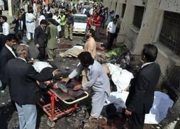 Det var skrekkelige scener etter selvmordsangrepet mot en kirke i Quetta i Pakistan 3. søndag i advent. Foto: Safraz Rehmat