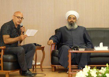 Martin Accad sammen med en shia-muslimsk sjeik fra Sør Libanon på en konferanse på Arab Baptist Theological Seminary juni 2017. Foto: Johannes Morken)