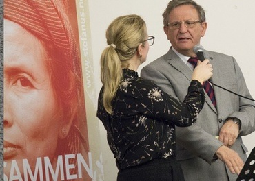 Øyvind Norderval intervjues av Hilde Skaar Vollebæk under et jubileumsarrangement for Stefanusalliansen.