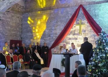 Julegudstjeneste i Mosul ble feiret som seier over IS. Patriark Louis Saka ved alterbordet. Nicodemus Daoud sitter til venstre.