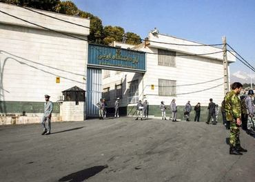 I Evin-fengslet i Teheran sit fire kristne som startar soninga av lange fengselsstraffer.