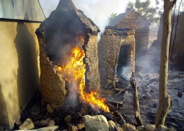 Boko Haram har satt fyr på en kristen landsby i Nigerias naboland Kamerun.