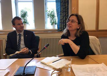 Mine Yildirim, her saman med Kjell Ingolf Ropstad på eit møte i Stortinget i 2018, kritiserer Tyrkias behandling av protestantiske kyrkjer.
