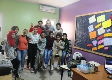 Bibelskoleelever fra årets team i Beirut i full aktivitet for flyktningbarn fra Syria.
