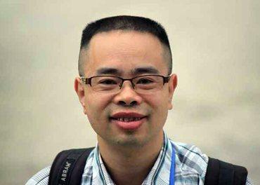 Pastor Yang Hua vart nekta å reisa og vart banka opp på ein kinesisk politistasjon.