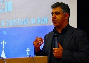 Mansour Borji i organisasjonen Article 18 viser at det ikkje finst trosfrihet i Iran.