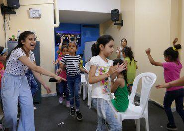I skulestøtteprosjektet til Resurrection Church Beirut får flyktningbarna både læring og leik.