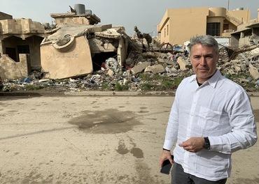 Ed Brown er her i Karakosh i Irak der IS i 2014 tvang kristne på flukt og etterlot byen i ruiner.
