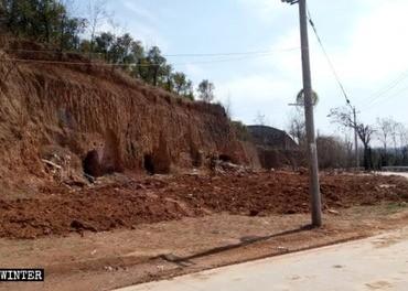 Tre-selv-kirken i Xianglushan i Kina ble jevnet med jorda.