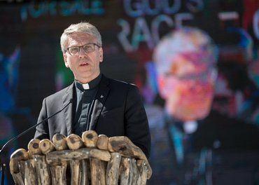 Olav Fykse Tveit, som nå er preses i Den norske kirker, appellerer itl en ekstra innsats for å støtte norske misjonsorganisasjoner.