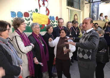 Ingeborg Middtømme (nr. 2 fra venstre) på omvisning hos Stefanusbarna i Kairos «søppelby» i januar 2019, sammen med resten av bispekollegiet og Berit Hagen Agøy fra Mellomkirkelig Råd. Foto: Stefanusalliansen