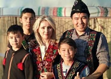 Kristine i Usbekistan: PastorparetAtamuratogZamira har fått kyrkja si registrert.