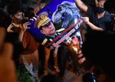 Protest mot militærkuppet i Myanmar - her i Bangkok i Thailand.