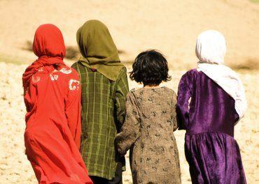 Afghanske kvinne er livredde for at taliban tvangsdressa dei i burka og stenger dei inne.