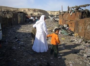 Mama Maggie gir barn verdighet. Her er hun i Helwan-slummen i Kairo. (Foto: Bjørn A. Wegge)