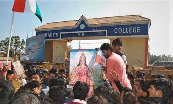 Marys college ble truet av hindunasjonalister. Foto: Morning Star News