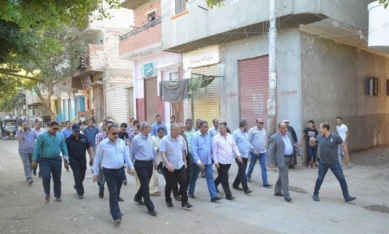 The Minya Governor, Essam el-Bedawi, visited Ezbat El-Sheikh Nageim on 15 September, accompanied by Minya's head of security and a number of parliamentarians, and met with local Christian and Muslim leaders in an attempt to broker peace. (Foto: World Watch Monitor)