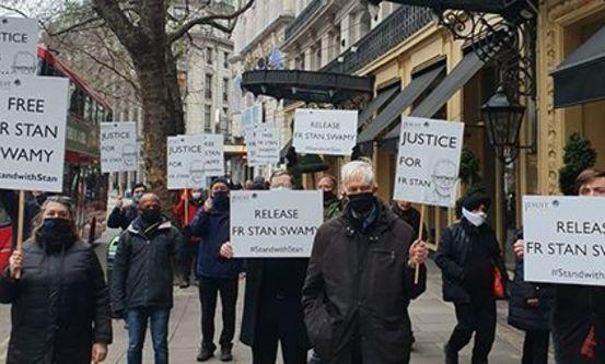 Demonstrasjon for løslatelse av fader Stan Swamy. Foto: CSW